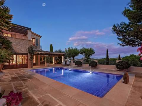 SWOCDM40130 Villa with guest house and pool in Camp de Mar