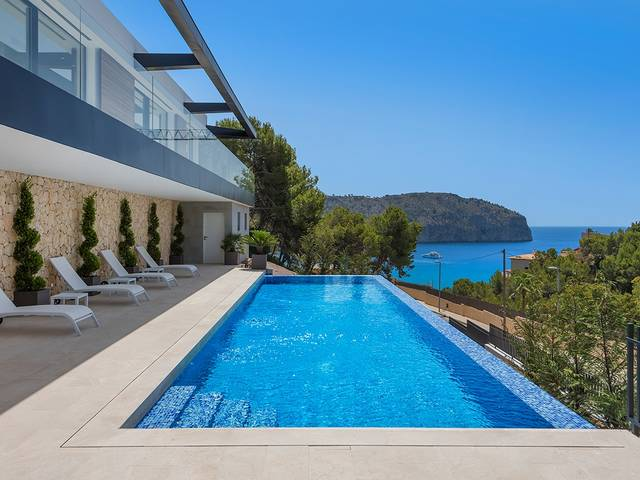 Recently completed sea view villa with guest apartment in Camp de Mar, Andratx