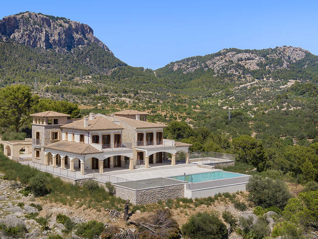 Luxury finca surrounded by forest in Camp de Mar