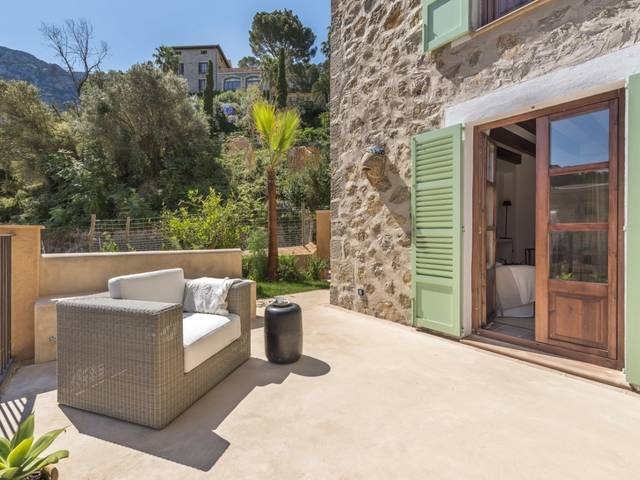 Great investment! Modern townhouse with mountain views in Deiá, Mallorca