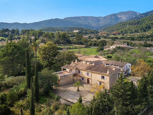 Mediterranean finca for sale in Establiments with nice views over the valley and the mountains
