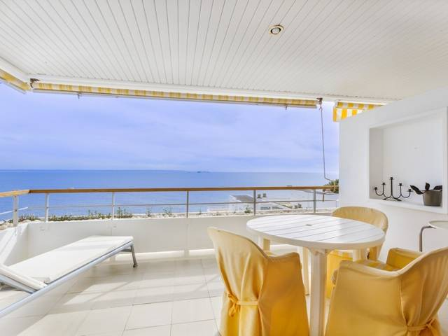 Third floor frontline apartment with beautiful sea views in Illetes