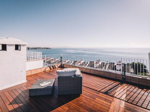 SWOILL1820 Top renovated penthouse with private roof terrace and panoramic sea views