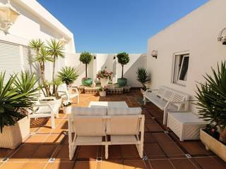 Penthouse apartment with large roof terrace and fantastic sea view