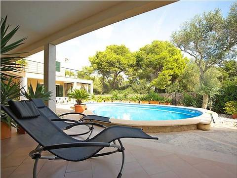 SWOLLU2108 Spacious house for sale in Cala Pi with community pool by the sea