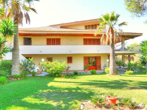SWOLLU4295 Villa for sale in Cala Blava with private garden and parking
