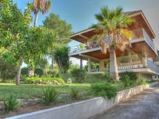 Villa for sale in Cala Blava with private garden and parking
