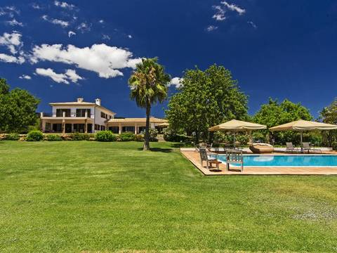 SWOLLU5148 Stunning villa with pool set in a manicured Mediterranean garden in Llucmajor