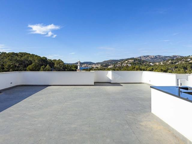 Exclusive penthouse apartment with a spacious roof terrace in Costa de la Calma