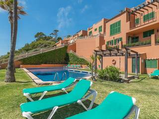 Fantastic frontline apartment with community pools and sea views in Santa Ponsa