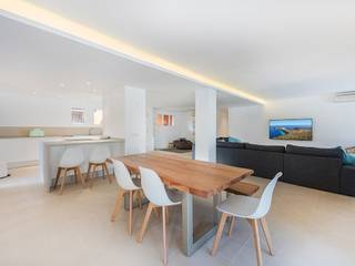 Completely refurbished frontline apartment on the harbour of Santa Ponsa