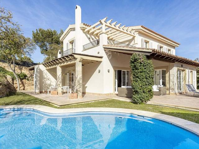 Sea view villa just minutes from the best golf courses in Nova Santa Ponsa