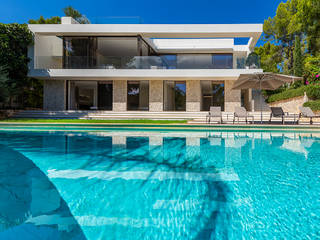 Elevated villa with swimming pool in front of the marina in Santa Ponsa