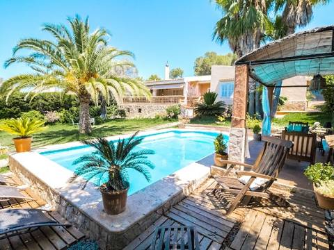 SWONSP4250 Cosy villa for sale in Santa Ponsa - with a nice pool and a beautiful Mediterranean garden