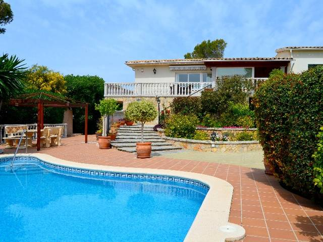 Wonderfull Villa for sale in Santa Ponsa with views over the bay