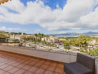 Villa for sale in Santa Ponsa with large terrace and stunning sea views