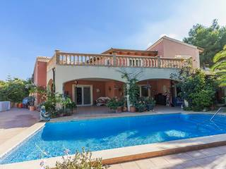 Villa for sale in Santa Ponsa with sea views and pool