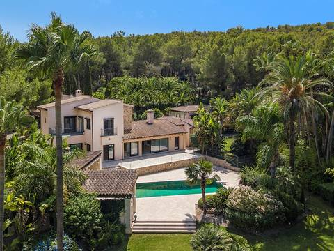 SWONSP4762 Beautifully refurbished villa fronting the Santa Ponsa Golf course