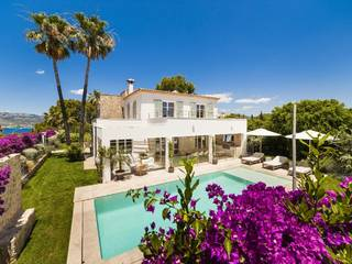 Charming 5-bedroom villa with guest apartment in Santa Ponsa