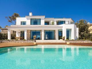 Breath-taking, seafront villa with infinity pool in Santa Ponsa