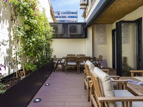 SWOPAL10024 Refurbished 2 bedroom apartment with courtyard garden in the centre of Palma