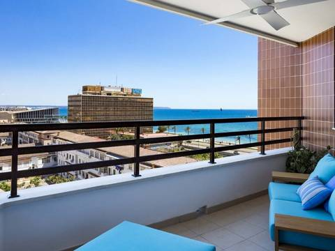 SWOPAL10039 Large renovated apartment with sea views, lift and parking in Palma