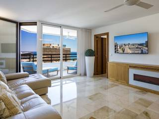 Large renovated apartment with sea views, lift and parking in Palma