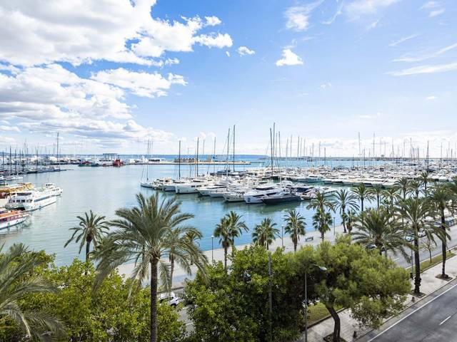 Luxury seafront penthouse overlooking Palma´s famous Paseo Marítimo