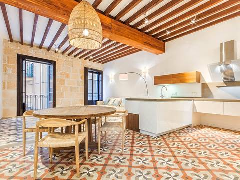 SWOPAL10102 Refurbished first floor apartment, right in the heart of Mallorca´s capital, Palma