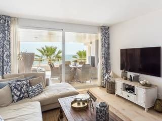 Idyllic seafront apartment with 4 bedroom and coastal view in Portixol, Palma