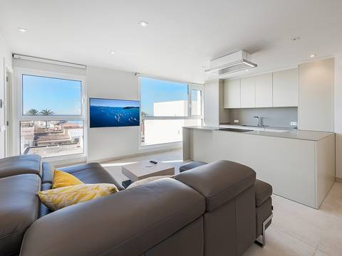 SWOPAL10122 Stunning penthouse with fantastic bay views in Palma's trendy suburb Portixol