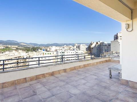 SWOPAL10154 4 bedroom penthouse in need of refurbishment, close to the centre of Palma