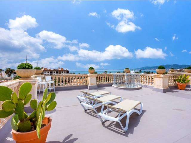 Large penthouse with private roof top terrace in popular Portixol