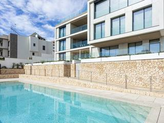 Garden apartment with sea views, community pool and parking in Bonanova