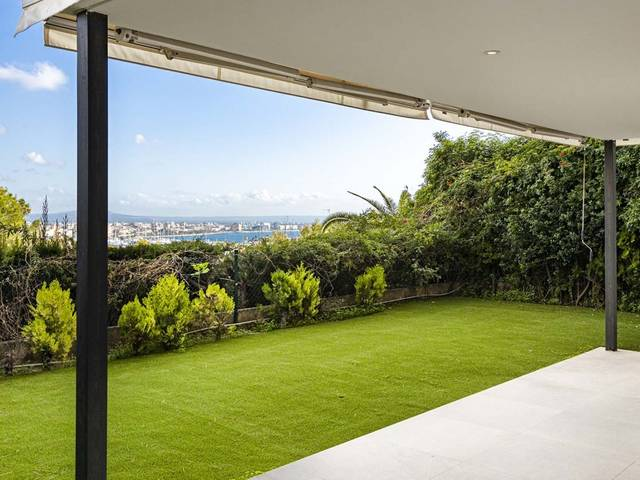Spacious and light-filled apartment with private garden in Palma