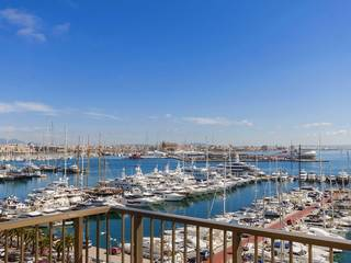 South facing apartment for sale at the Paseo Maritimo with exceptional sea views