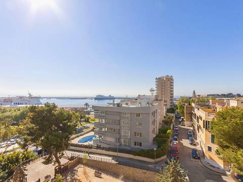 SWOPAL1681 Ample apartment for sale in Palma with spectacular sea views