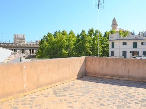 SWOPAL2075 Town house for sale in the heart of Palmas Old town with hotel license