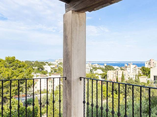 Villa with pool and sea views in Palma