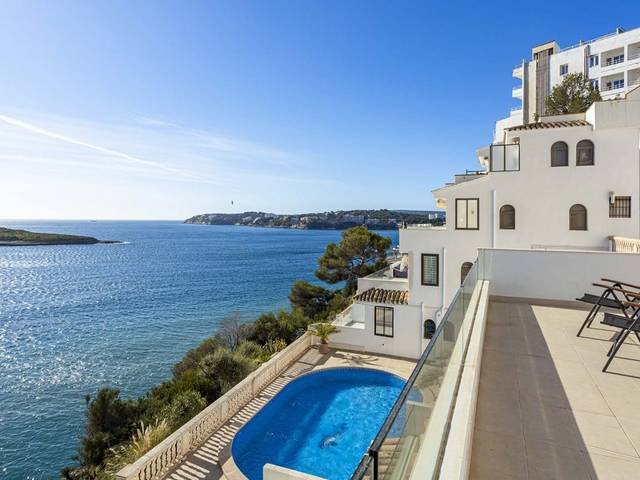 Modern 2 bedroom apartment with incredible sea views in Palmanova