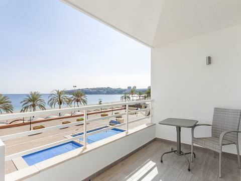 SWOPAN1811 First line apartment with private terrace offering stunning sea views