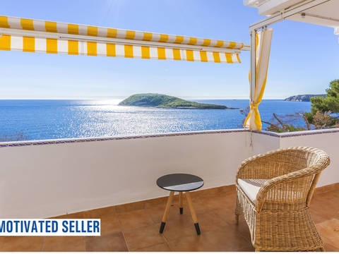 SWOPAN1978 Frontline apartment offering beautiful views and direct sea access in Torrenova