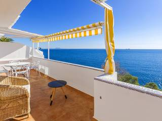 Frontline apartment offering beautiful views and direct sea access in Torrenova
