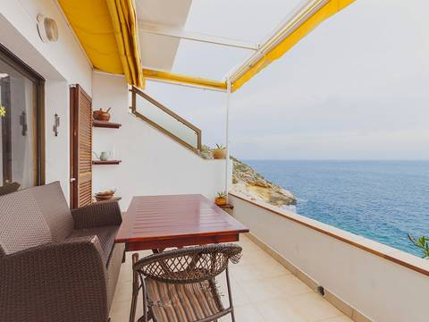 SWOPAN2087 Fantastic townhouse for sale in Palma Nova on first sea line