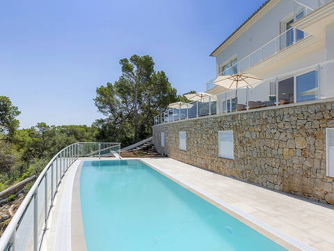 SWOPAN40172 Spacious villa in first sea line with sea access in Torrenova