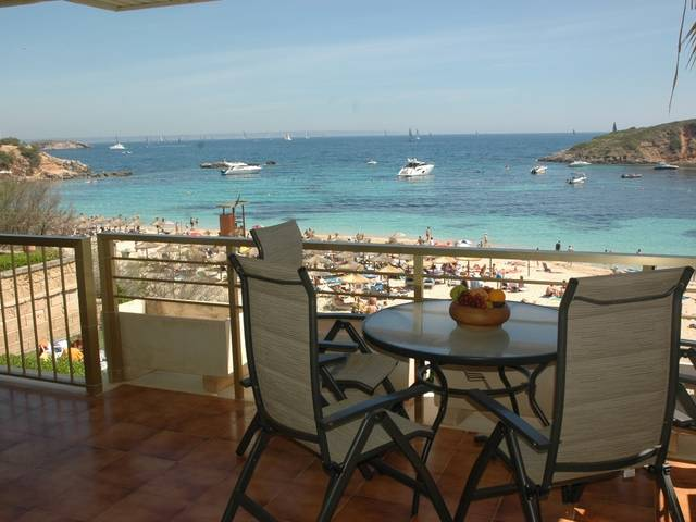 Firstline apartment for sale in Puerto Portals with sea views