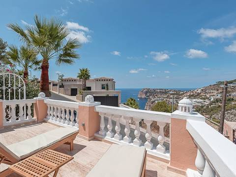 SWOPTA1901 Modern apartment with magnificent sea view and several terraces