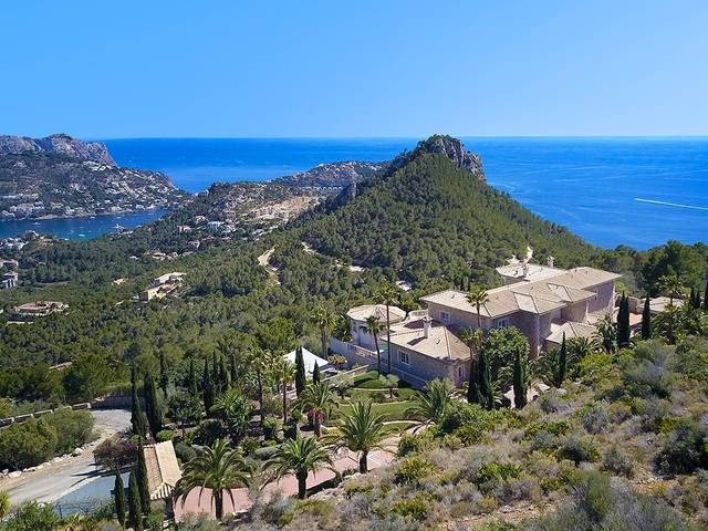 Stunning hillside villa with breathtaking sea views in an exclusive location in Port Andratx