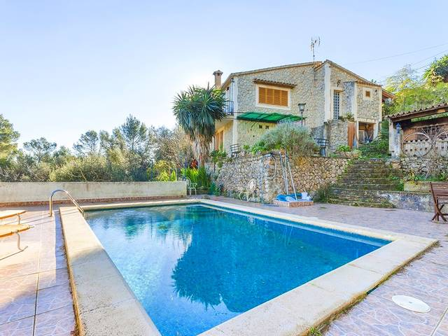 Country home with majestic mountain views located in the idyllic village of Puigpunyent