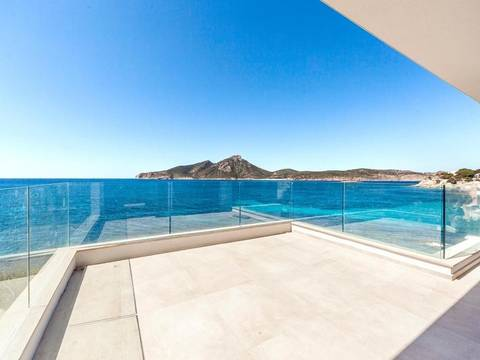 SWOSAT10178 New front line garden apartment with views over the blue sea in Sant Elm